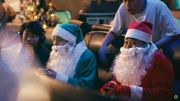 """Cùng người bạn của mình """"quẩy nát"""" mùa Noel thôi nào"""