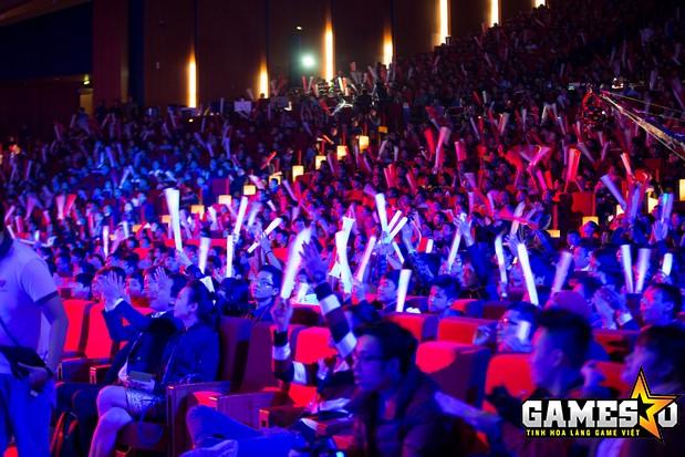 Đám đông khán giả đang cổ vũ một trận đấu trong khuôn khổ GPL Mùa Xuân 2015