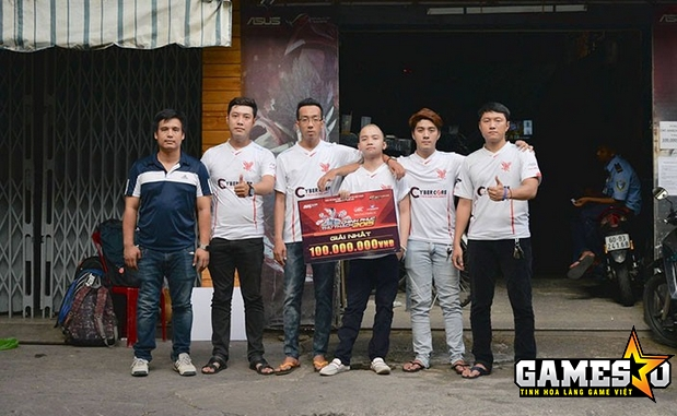 CyberCore - Team vô địch VEC 2015 với những gương mặt đình đám như Aly, Rudo, Nam Hoàng. Hiện họ vẫn đang thi đấu cho các đội tuyển Đột Kích chuyên nghiệp và bán chuyên