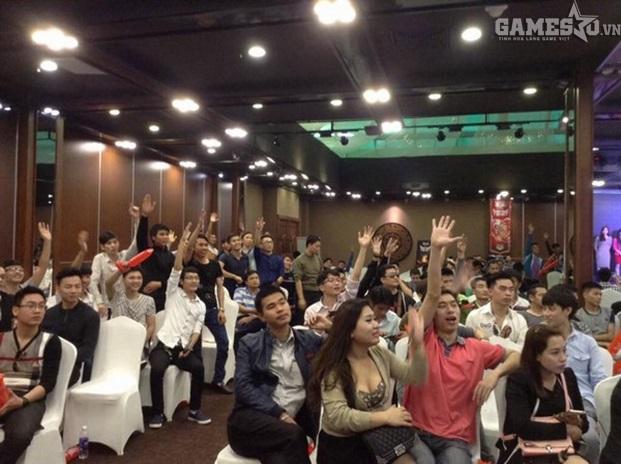 Game thủ nhiệt tình xung phong thi đấu tại buổi offline sinh nhật.