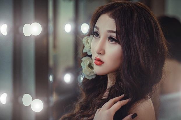 Cô nàng này cũng không ngần ngại thừa nhận bản thân đã phẫu thuật thẩm mỹ để có thể xinh đẹp và hoàn thiện hơn.