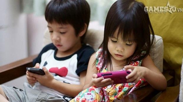 Trẻ nhỏ hiện nay đã được tiếp cận với smartphone từ rất sớm