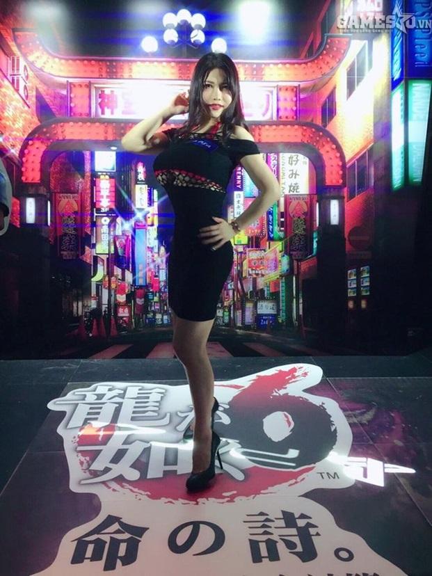 Sao JAV Anri Okita quyến rũ trong buổi quảng bá cho game Yakuza 6 - ảnh 1