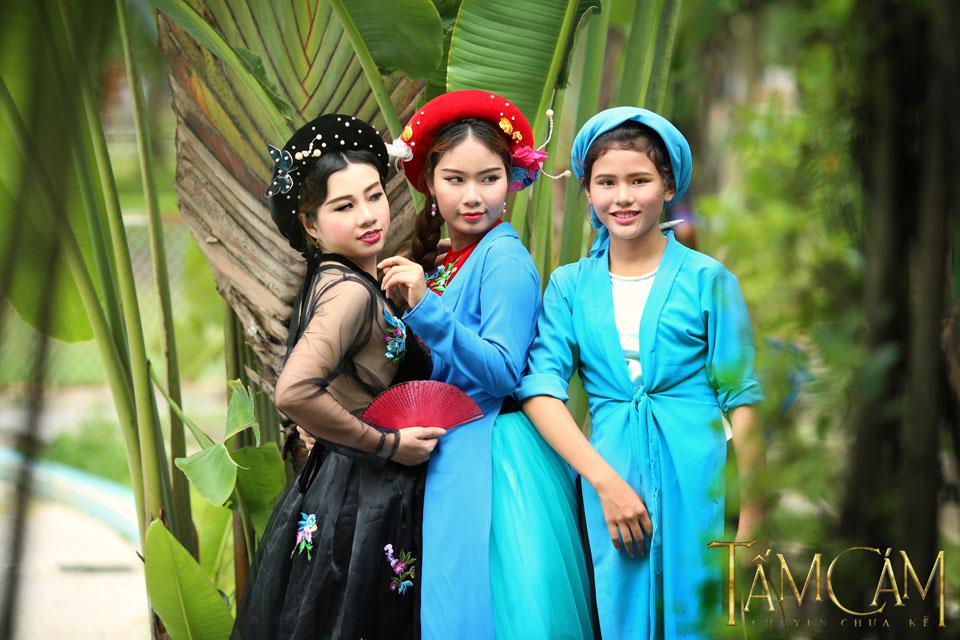 Vào vai Tấm là cô bé Trần Phương Chi (sinh năm 2000), vai Cám thuộc về Lê Thanh Thủy (sinh năm 1991) và vai mẹ Cám do Nguyễn Thanh Thúy (sinh năm 1990) đảm nhận.