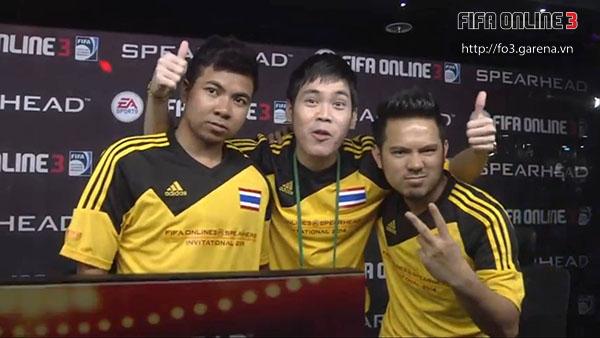 Niềm vui của các tuyển thủ Thái Lan sau khi thắng Trung Quốc.