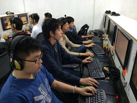 Bình luận AOE: Đại chiến Skyed – GameTV: Trông chờ vào may rủi của quân bài