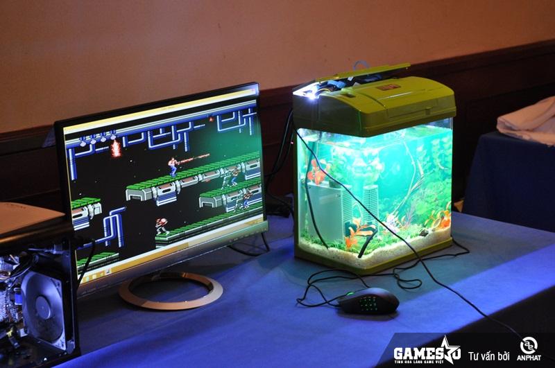 Cận cảnh bộ máy tính trong bể cá - APC Aquarium