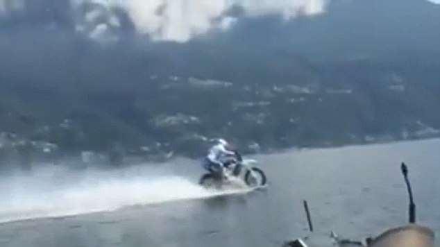 Biker liều lĩnh lập kỷ lục thế giới nhờ chinh phục hồ nước ngọt lớn thứ 3 tại Ý bằng motor hai bánh