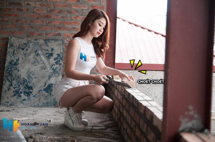 Dịch vụ lắp đặt quán net chơi trội khi thuê hot girl ngồi...trát vữa để quảng cáo