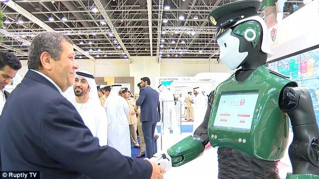Dubai ra mắt cảnh sát người máy tích hợp AI của IBM Watson và Google để chống lại cái ác