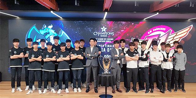 LMHT: Ban huấn luyện của SKT và Longzhu 'lời qua tiếng lại' trước thềm trận Chung kết