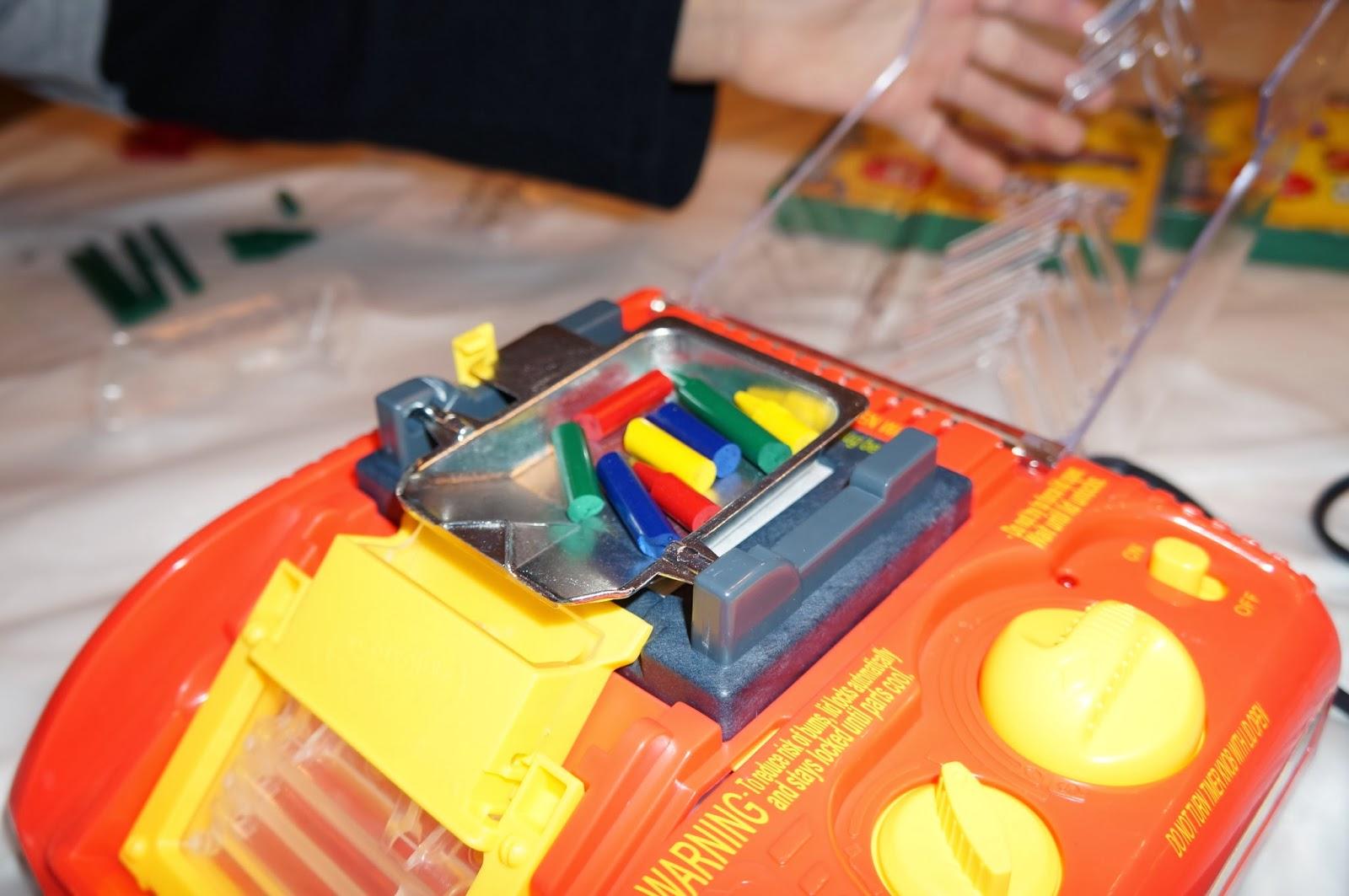 Bút sáp màu nóng chảy có thể viết lên mọi bề mặt của Crayola: cơn ác mộng mới của các bậc phụ huynh?