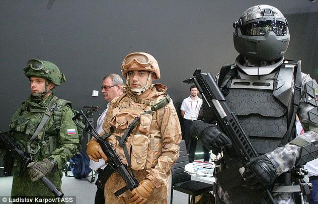 Nga triển lãm bộ áo giáp mới nhất cho quân đội, trông không khác gì lính Stormtrooper trong Star Wars