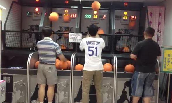 (Clip) Game thủ bóng rổ xèng bá đạo nhất quả đất