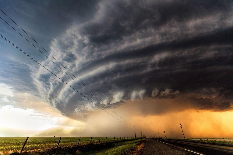 Tại sao các cơn bão xoay ngược chiều kim đồng hồ?