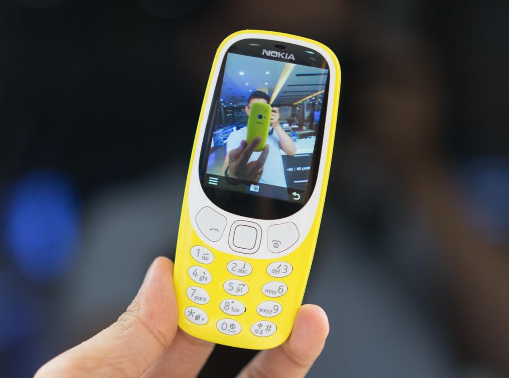 Mở hộp Nokia 3310 giá hơn một triệu đồng vừa bán ở Việt Nam