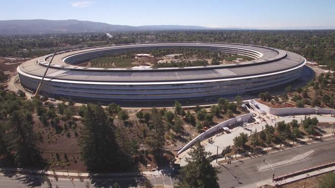 Tham quan trụ sở tàu vũ trụ của Apple đang gần được hoàn thiện 1 tháng trước khi iPhone 8 ra mắt