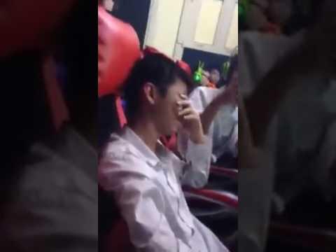Thanh niên tội nghiệp bật khóc trong quán net vì bị trẻ trâu phá game